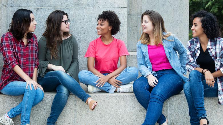 Waarom zijn jongeren en sociaal contact soms een moeilijke combinatie?